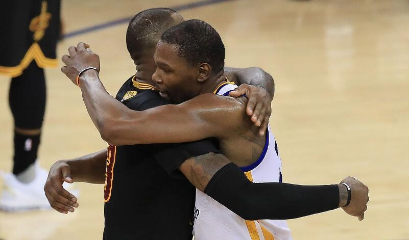 NBA历史上首次有4人总决赛系列赛场均25+