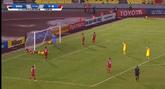 GIF:姜至鹏左路传中,郜林甩头攻门偏出底线