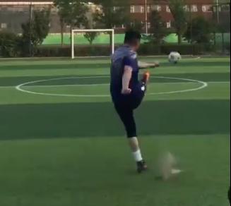 贺炜秀脚法:足球已是生命中的一部分,无所谓成败