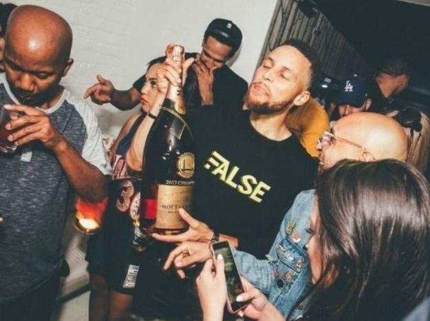 勇士成员在夜店消费80瓶香槟,价格超15万