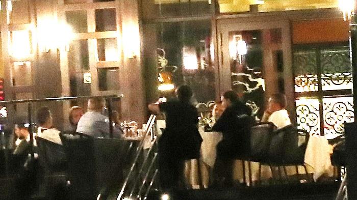 庆祝执教德国队百胜!勒夫与教练组成员聚餐