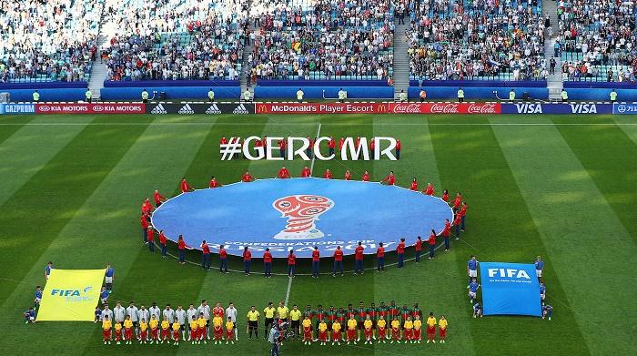 744万德国球迷电视机前观看德国与喀麦隆比赛