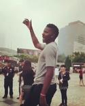 他今天也干了!卡佩拉上海广场上独自起舞