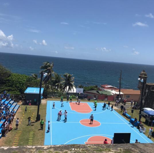 碧海藍天!巴裡亞曬波多黎各籃球場的照片