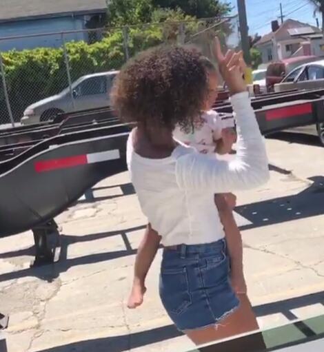 库里一家都会跳舞?库里妹妹与自己侄女一同舞蹈