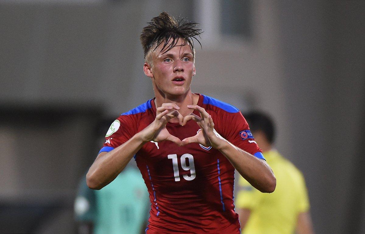 官方:佛罗伦萨签下捷克年轻中锋格拉伊恰尔