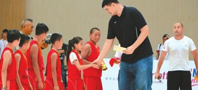 姚明:希望姚基金能持之以恒做好篮球季