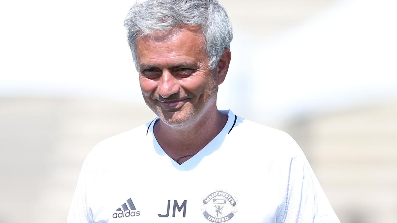 穆里尼奥:曼联将在第二场热身赛回归四后卫