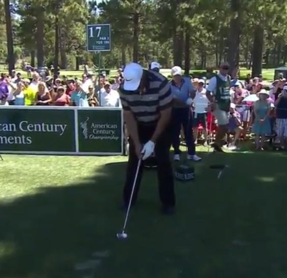 高尔夫新技能?巴克利展示单手挥杆