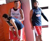 贝里内利晒自己和加里纳利在国家队合练的照片