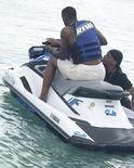 尝尝鲜!特洛伊-威廉姆斯初次体验摩托艇