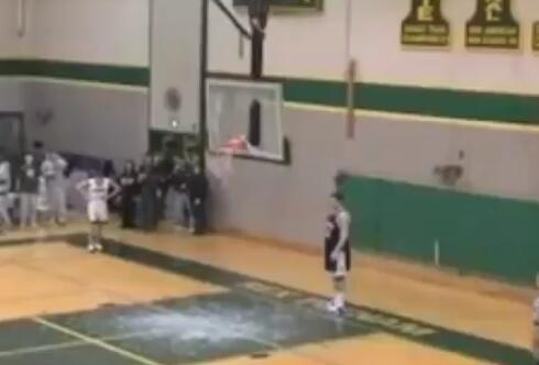 詹姆斯轉發樂福高中時扣碎籃板的視頻:我看見你瞭