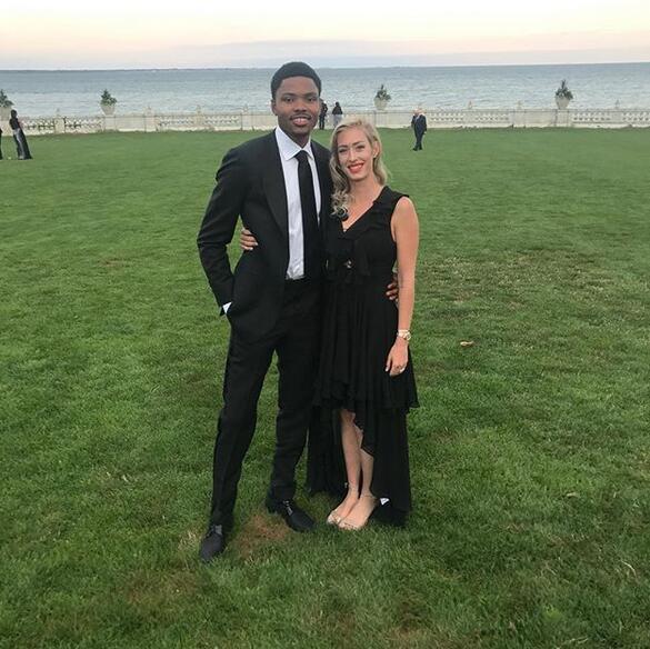 貝茲莫爾攜嬌妻出席哈裡森-巴恩斯的婚禮