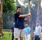 姚基金慈善赛香港开杆,姚明晒高尔夫挥杆照