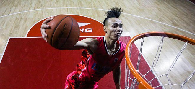 王潼在全运会三人篮球青年组比赛中上演暴力扣篮