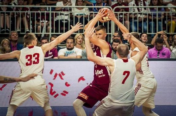 波爾津吉斯24+12率隊在熱身賽戰勝波蘭