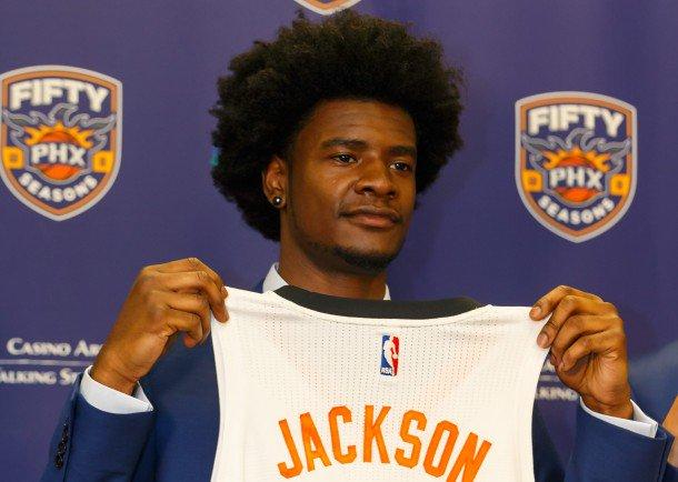 约什-杰克逊接受采访时表示自己仍在长高