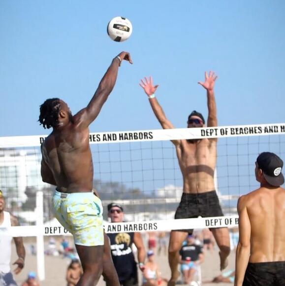 小喬丹舉辦沙灘排球慈善賽,小裡弗斯等人到場