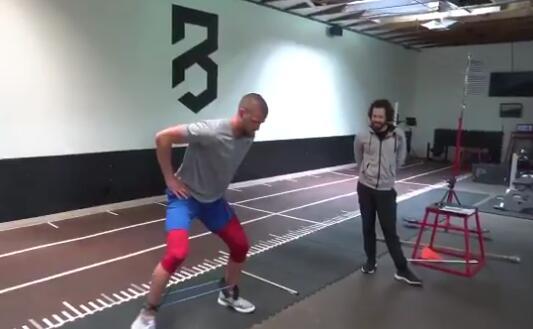 錢德勒-帕森斯發佈訓練視頻:沒有休息日