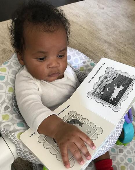 未來棟梁!威斯佈魯克3個月大的兒子獨自看書