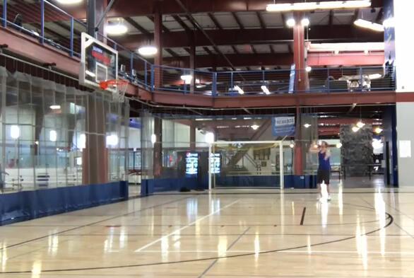 勵志!國外獨臂籃球高手33分鐘命中百記三分