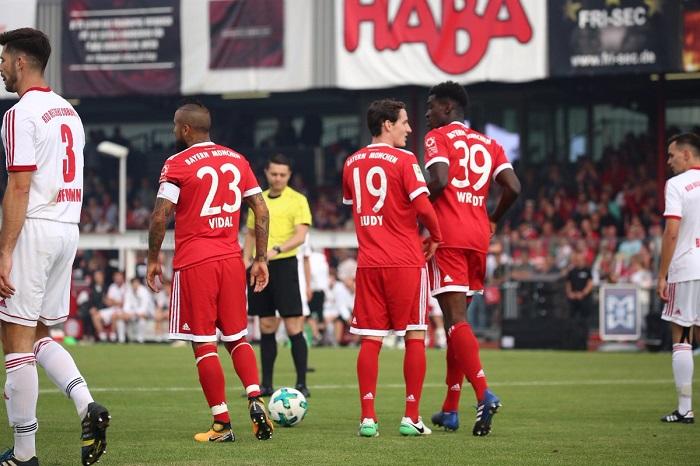 本科桑谢斯各自梅开二度,拜仁8-1大胜球迷联队