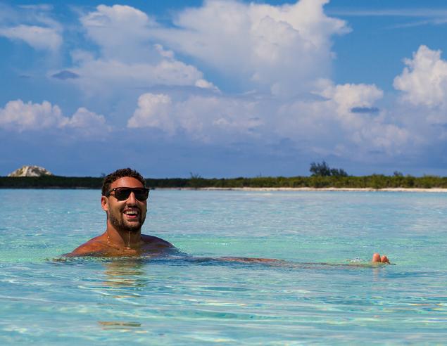 克萊-湯普森曬遊玩巴哈馬的照片
