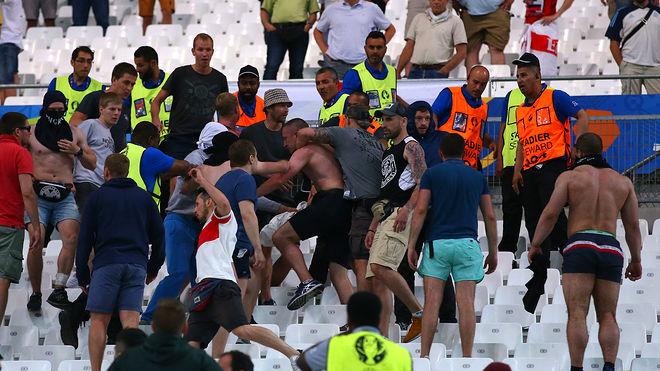 巴伐利亚内政部长:足球流氓应被吊销驾照
