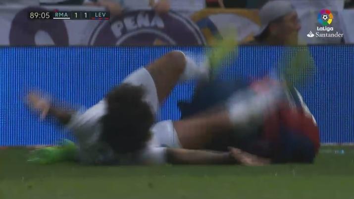 官方:马塞洛因故意踢人被禁赛两场