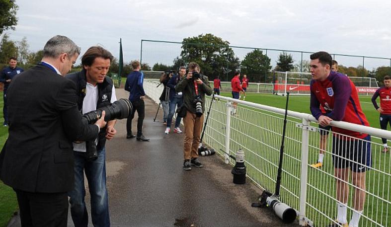 英格兰集训插曲,基恩不慎踢坏万镑摄影机