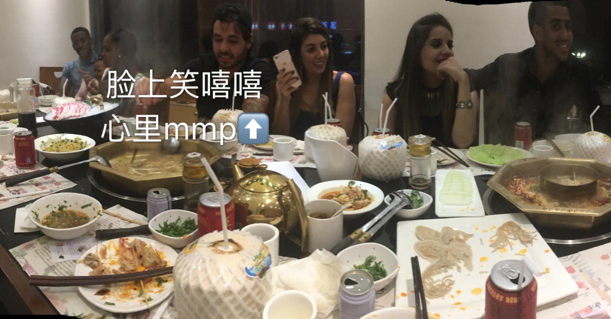王晨调侃高拉特吃火锅肚子疼:你喝火锅底料?