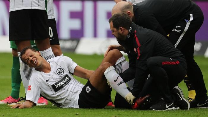 法兰克福边卫钱德勒膝盖受伤,将缺席六周左右