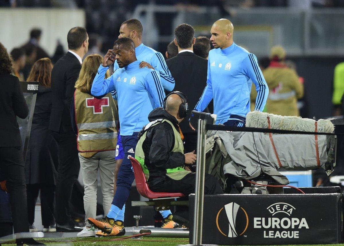 队报:埃弗拉因与自家球迷争吵继而爆发冲突