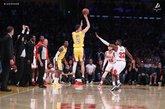 鲍尔本场比赛13个篮板,赛季场均篮板升至7.6个