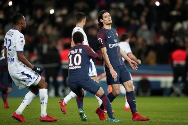 默尼耶:内马尔在上轮联赛把点球让给了卡瓦尼踢