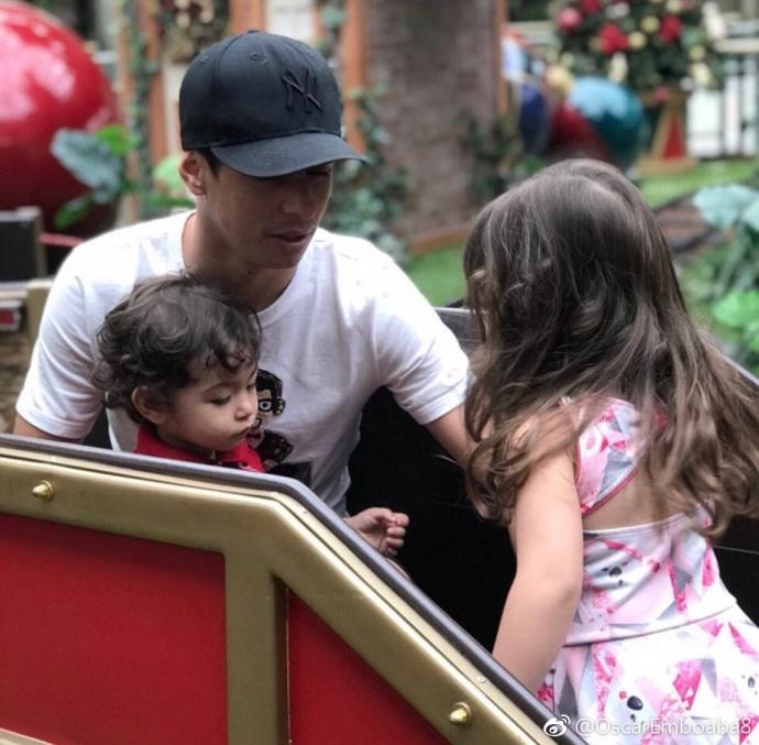 巴西好爸爸!奥斯卡晒照假期陪伴儿子女儿
