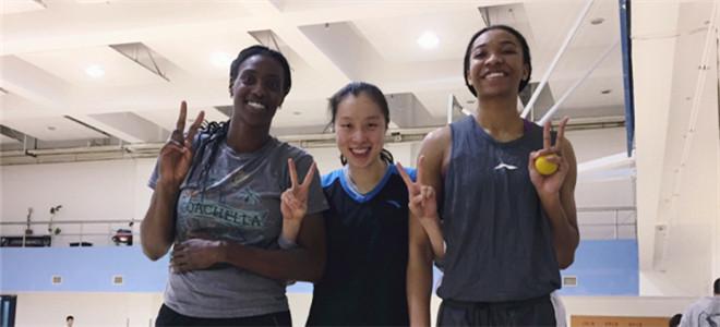 邵婷晒与福尔斯合影:欢迎回归