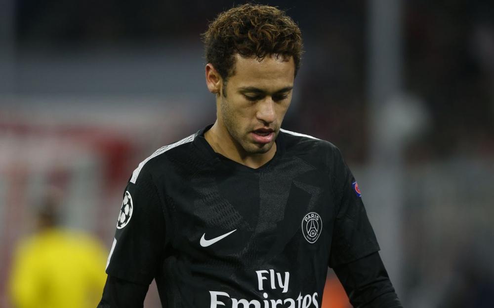 内马尔已从巴西返回巴黎,今天将参加巴黎全队合练