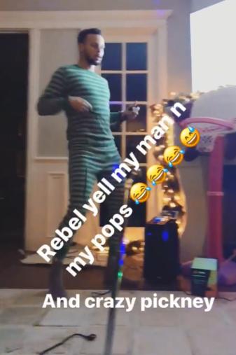 嗨翻了!库里在家中K歌并大秀魔性舞步