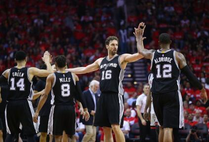保罗-加索尔生涯篮板球总数升至历史第30位