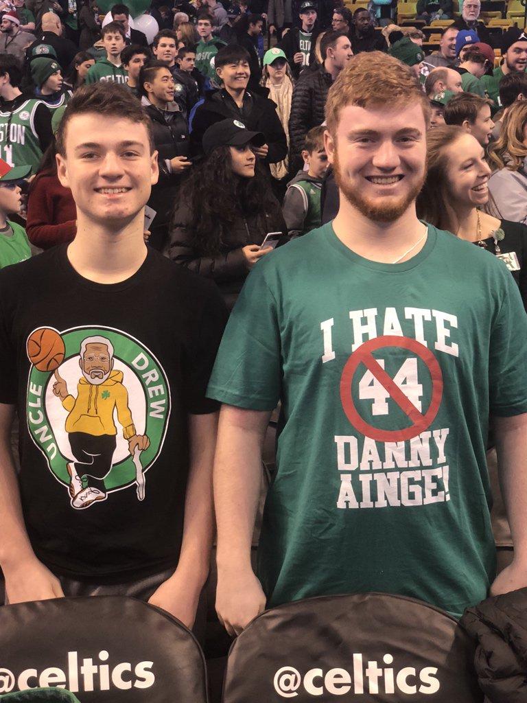 我恨丹尼-安吉!奥斯汀-安吉晒凯尔特人球迷身穿的T恤
