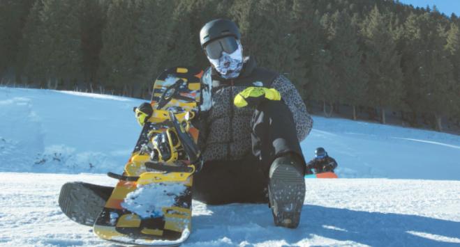 可兰白克与中国单板滑雪第一人相约玩滑雪