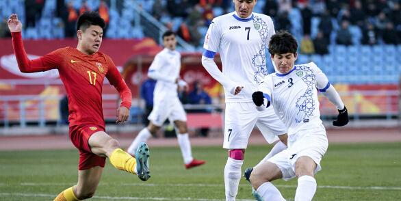 U23亚洲杯:韦世豪进球无效+命中横梁,国奥0-1乌兹U23