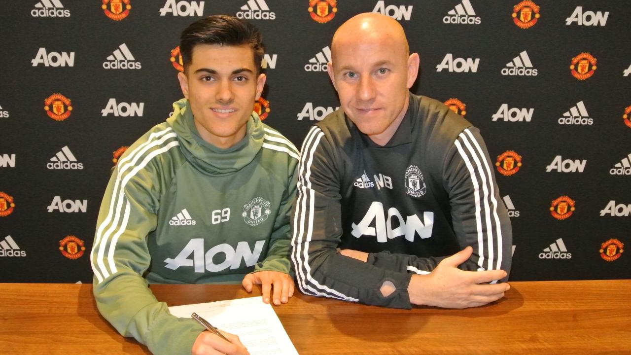 官方:曼联和17岁小将普伊赫马尔签订职业合同