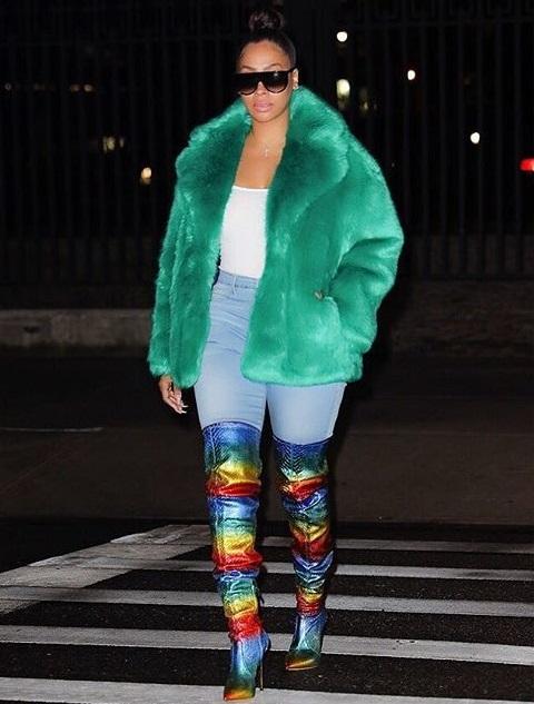 安东尼的妻子拉拉发布个人时尚照:彩虹仙子
