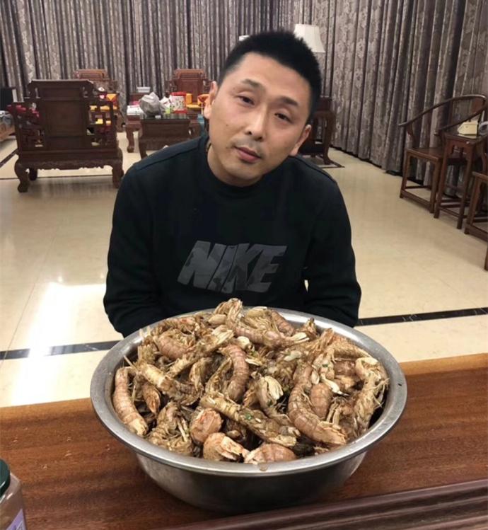 江苏总经理史琳杰晒胡雪峰与皮皮虾的合影