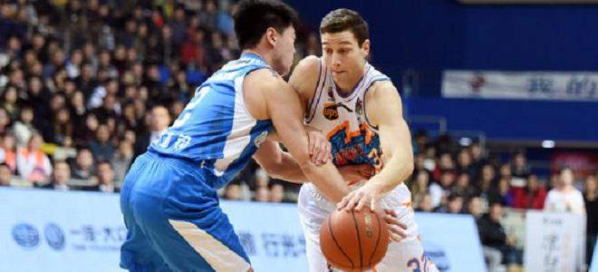 弗雷戴特爆砍49分,上海主场力克青岛
