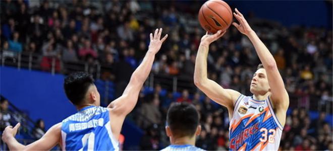 上海男篮战胜青岛,排名联赛第10晋级季后赛