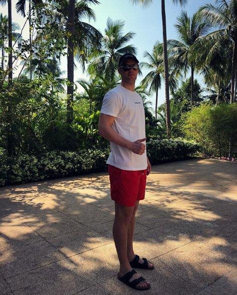秘密地点揭晓,诺伊尔在泰国继续进行恢复训练