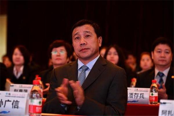 新疆老总资产450亿元再登《胡润全球富豪榜》